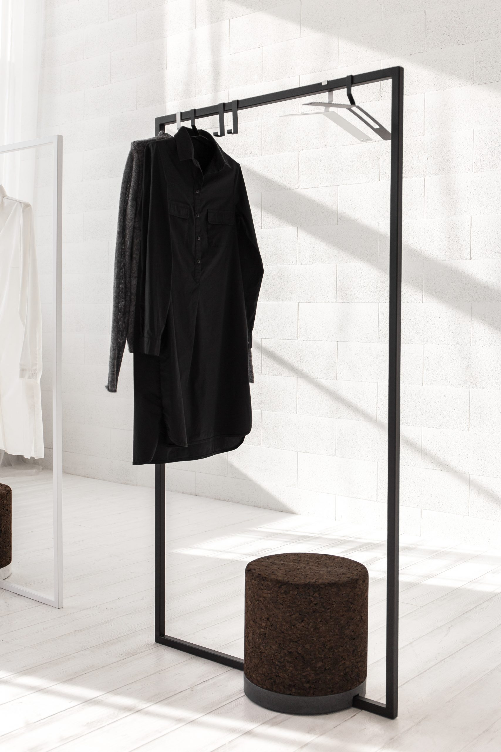 FRAME clothing rack
