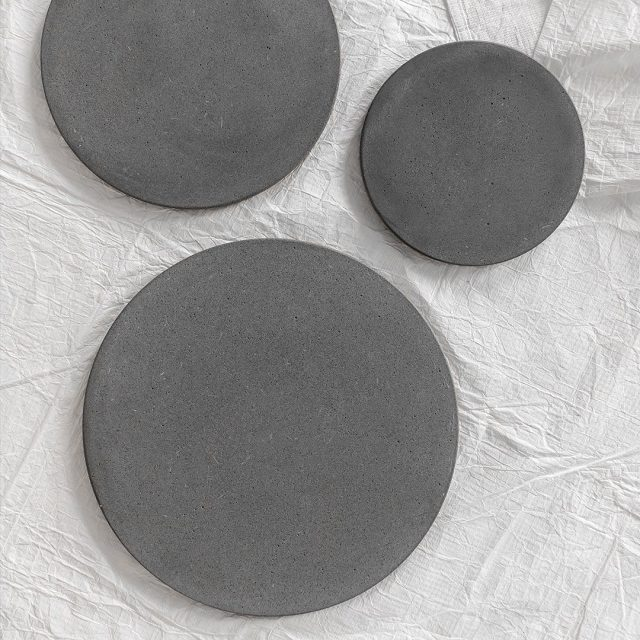 ◽️Closer view of the mist, through our concrete coasters.  #concrete #concretecoasters #coasters #furniture #furnitureshop #madeinLithuania #Lithuanianswork